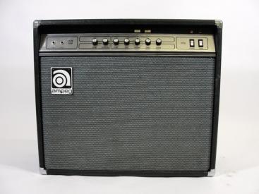 Ampeg VT 22 Vollröhren Combo aus der Mitte der 70er Jahre. Es ist ein Mörder Amp und wirklich sehr selten. Vor allem in diesem Zustand, denn damals gab es ein […]