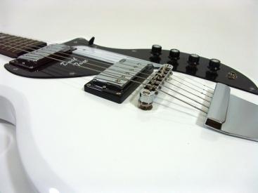 """Eastwood Supro Dual Tone – eine genaue Nachbildung der alten Kaufhausgitarre aus den 60ies, welche mit durch Valco vertrieben wurde. Eastwood dürfte hier genauestens nachbauen und sogar das Bronze """"Supro"""" […]"""