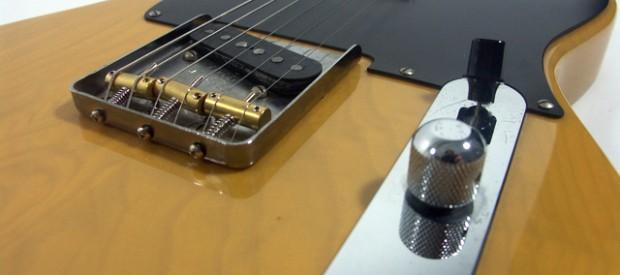 Hier wird eine Squier by Fender JV Telecaster aus dem ersten Produktionsjahr 1982 aus Japan vorgestellt. Sie hat eine sehr frühe Seriennummer beginnend mit JV06xxx. Sie ist in wirklich sehr […]