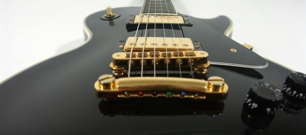 Diese Gibson Les Paul Custom in schwarz aus den frühen 90ern ist der Hammer. Der Zustand ist super für eine 20 Jahre alte Gitarre. Aber das hört man auch – […]