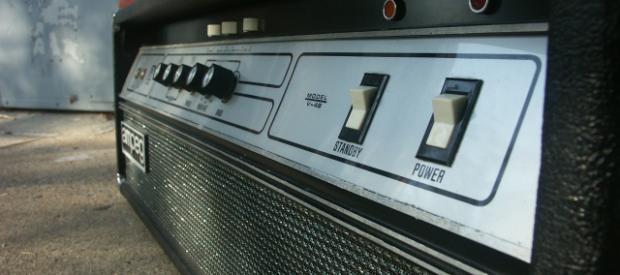 Ampeg V4-B Vollröhren Topteil aus Anfang/Mitte der 70er Jahre (Es hat noch keinen Master und noch nicht den ungeliebten Distorsion Circuit!). Es ist ein Mörder Amp und wirklich sehr selten. […]