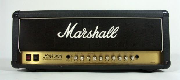 Ein Marshall JCM900 Modell 4500 mit 50 Watt (regulierbar per integrierter Leistungsreduzierungauf 25 Watt). Es ist Baujahr 1991/1992, was soviel bedeutet, dass es eines der ersten Produktionsjahre ist. In diesen […]