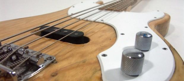 Hier seht ihr einen Fender Telecaster bzw. Precision Bass Bastard.Der Hals stammt von einem Telebass aus den 70ern. An ihm ist noch alles original inklusive Mechaniken etc. Die Bünde sind […]