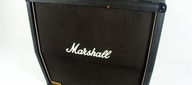 Da steht sie, eine Marshall JCM800 Modell 1960A slanted/schräge Box. Sie liefert 300Watt aus ihren G12T75er Celestion Lautsprechern an 16Ohm. Diese Cabs schrieben Rockgeschichte auf unzähligen Alben (z.B. Master of […]