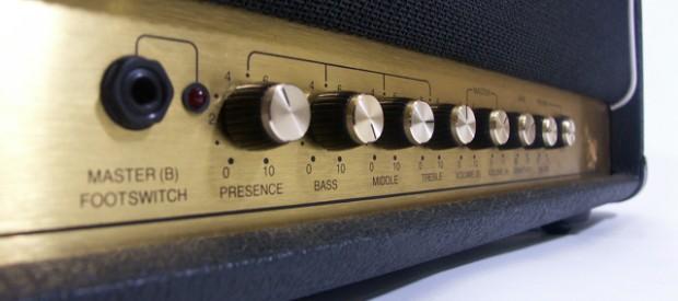 Hier steht die logische Weiterentwicklung des Marshall JCM 800 2203 – das Marshall JCM900 MKIII Modell 2100 Head. Es ist Baujahr 1991/1992 und in gutem gebrauchtem Zustand. Als logische Weiterentwicklung […]