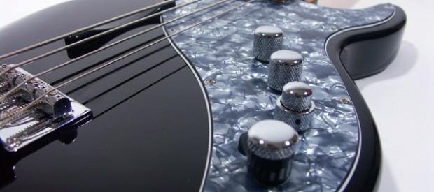 Ein Line6 Variax 700 Bass. Der Bass ist in sehr gutem Zustand, wird nicht mehr gebaut und ist quasi die Universalwaffe für den Recording Bass Player. Dieses Gerät ist wirklich […]