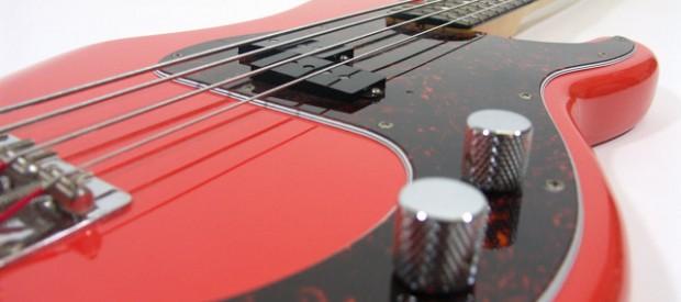 Hier sieht man einen wunderschönen Squier by Fender Precision Bass in der seltenen Farbe Fiesta Red. Der Bass ist in sagenhaftem Zustand und der Sound ist einfach genial. Für alle […]